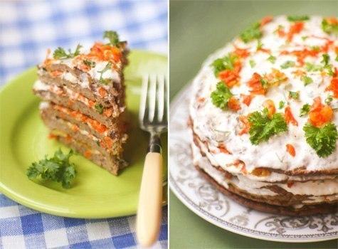 печёночный торт со сметанным соусом