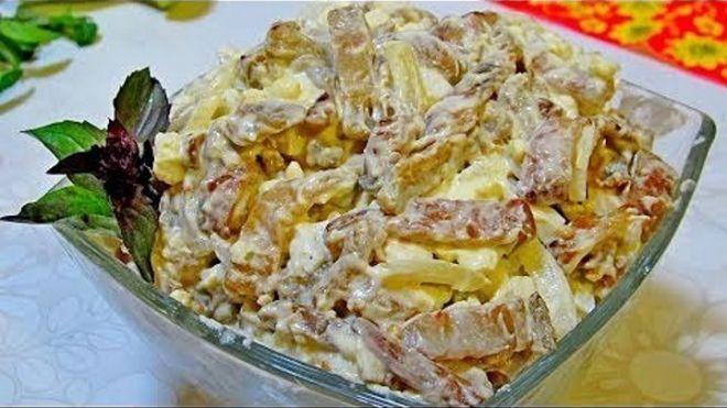 Удивительно вкусный салат с баклажанами,понравился очень!