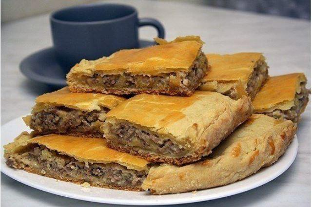 Пирог с сыром и мясом! Отличный рецепт — палочка — выручалочка!